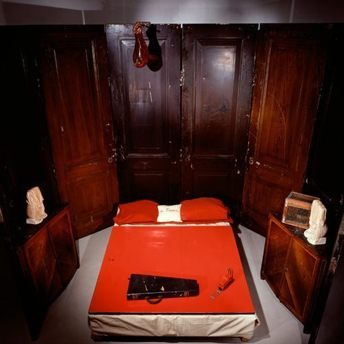 Louise Bourgeois, Red Room (Parents), 1994.