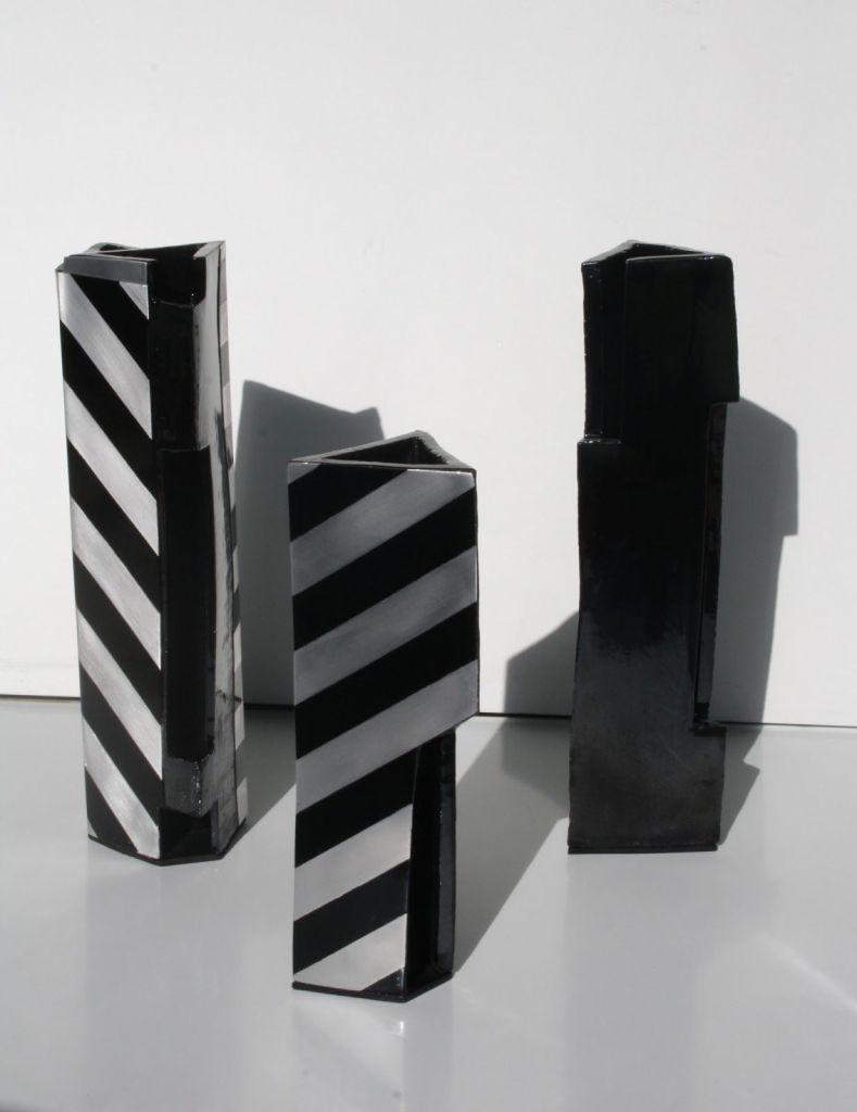 Escultura, (Engobe, aluminio y pintura industrial)