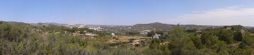 Vista de la Hoya de Buñol, con Buñol al fondo.