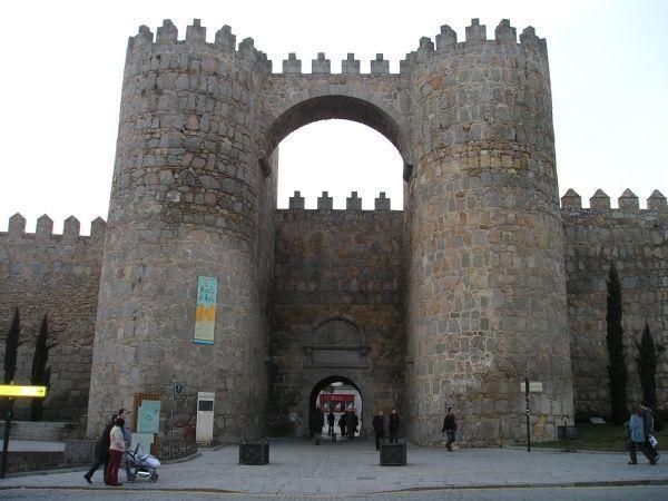 Puerta_del_alcazar_Avila