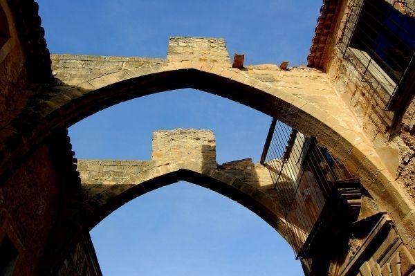Arcos de la antigua bodega del Monasterio de Vallbona.