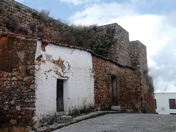 Lienzo norte y torre semicircular.