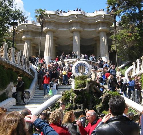 Turistas en el Parc Güell de Barcelona