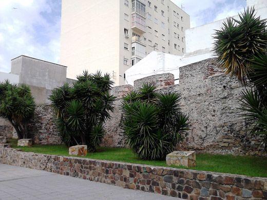 Tramo del muro de la batería de Las Angustias.
