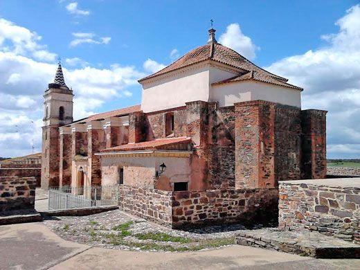 Iglesia de Santa María Magdalena. Esta construcción quedó rodeada durante la construcción del fuerte.