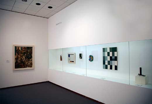 Sección dedicada al dadaísmo.