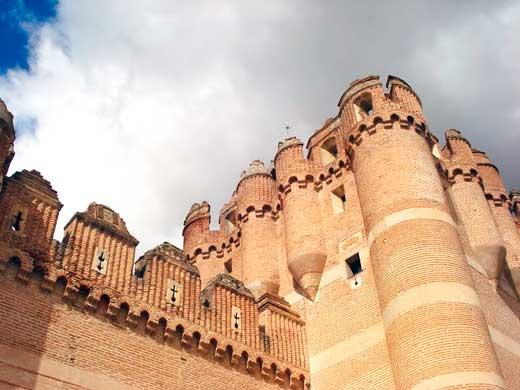 Detalle de una de las torres del Castillo de Coca, Segovia.