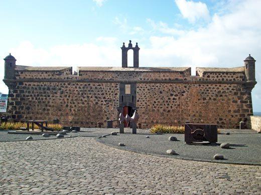 Fachada principal del Castillo de San José