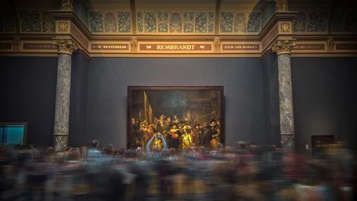 Personas visitando el Rijksmuseum