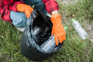 Litter pick using refuse sacks from Cromwell Polythene