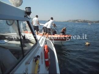 Uomini della Guardia Costiera in azione