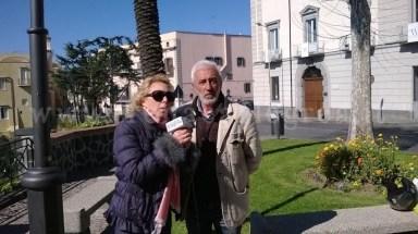 L'assessore alle politiche Sociali Teresa Stellato insieme all'attore Patrizio Rispo