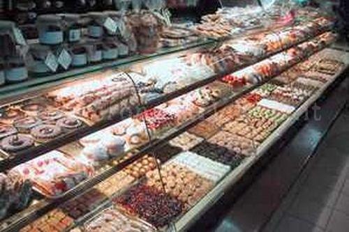 La donna ha finto di comprare dei dolci