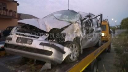 L'auto completamente distrutta