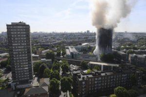 Londra, grattacielo in fiamme: 6 morti e diversi feriti