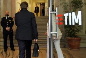 La borsa brinda mentre Cattaneo lascia Tim con un pacco di milioni