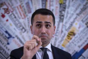"""Di Maio da Bruxelles attacca: """"Tradimento! Renzi li ha voluti tutti in Italia"""""""