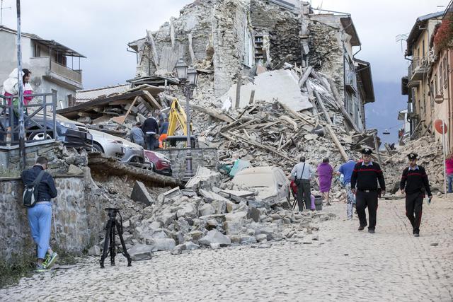 Terremoto 1 anno fa: Mattarella, Gentiloni, nuova legge anti burocrazia e ladri