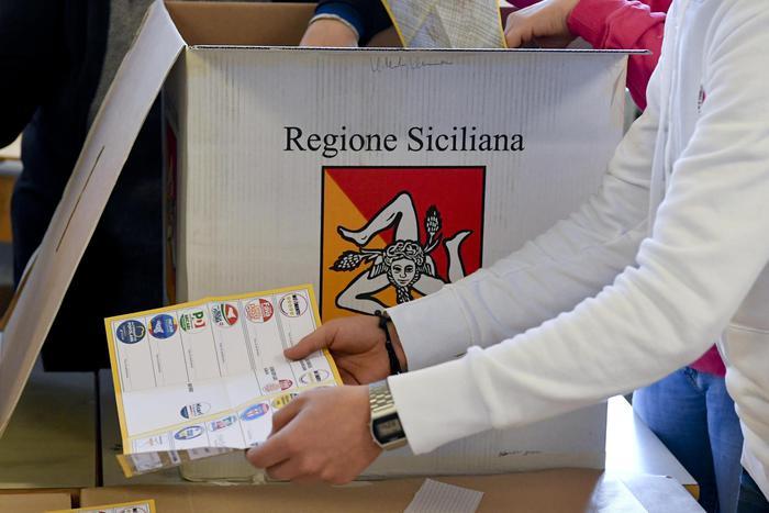Sicilia e Ostia: presto per Grillo, oblio Berlusconi, Renzi mette KO il Pd