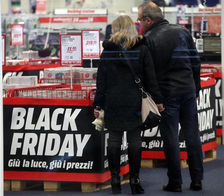 Black Friday e la febbre dello shopping, tutti gli sconti: Amazon, Ikea, vestiti, viaggi...