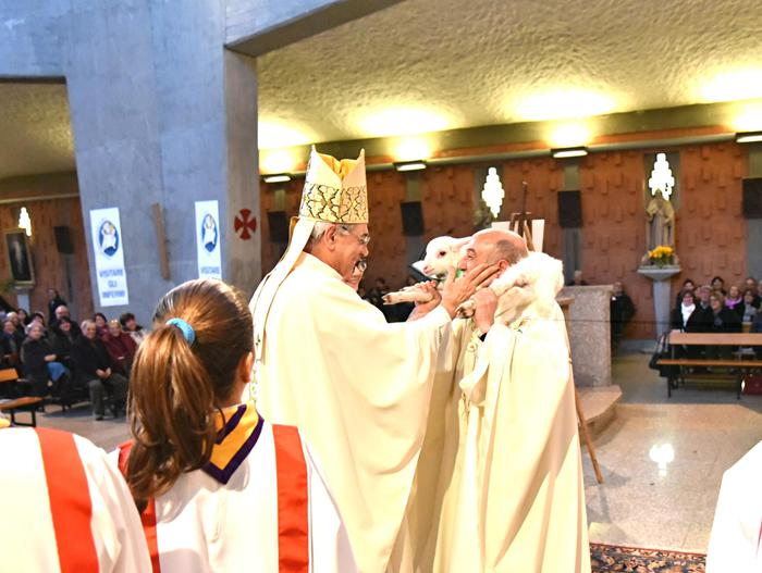 """Nuoro, prete su rom e migranti:""""accattoni davanti la chiesa, vanno fermati"""""""