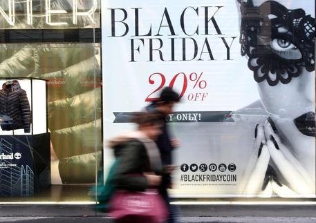 Black Friday: sconti ma anche truffe. Alcuni consigli black