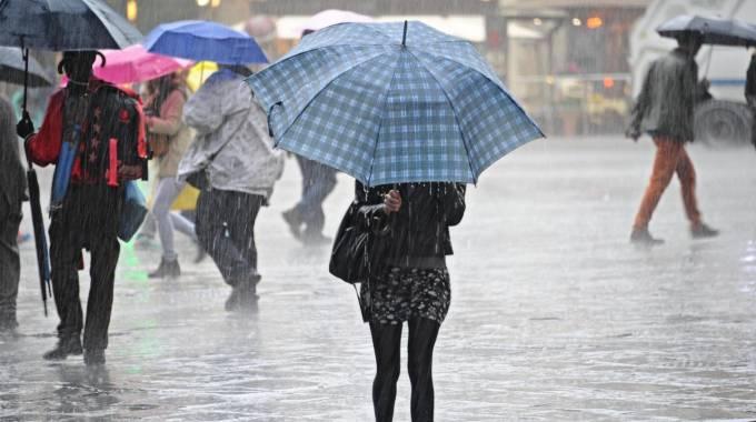 Maltempo, Italia sotto il tacco di Attila: pioggia, vento, freddo e... neve