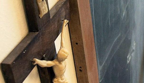 Palermo, la scuola dove è vietato pregare. Rimosse foto del Papa e statua della Madonna