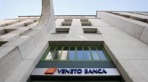 Perde 100mila euro in azioni e si lancia con la macchina sulla filiale di Veneto Banca