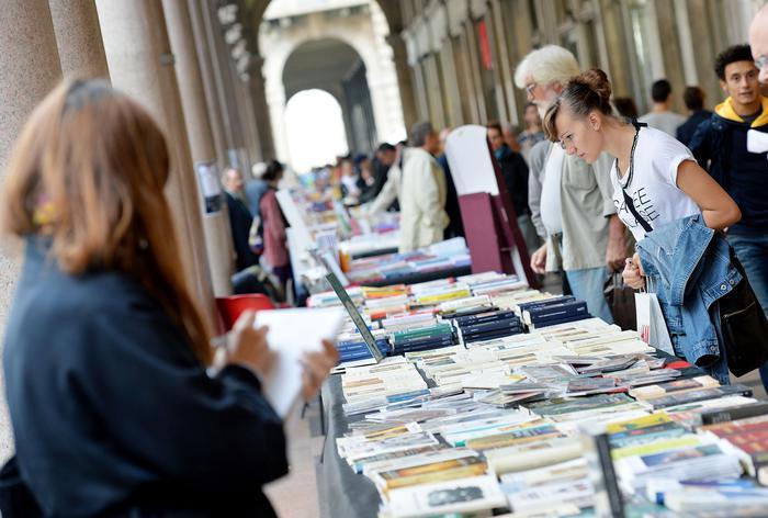 """In Italia i giovani non leggono (quasi) più: solo il 40,5% ha letto """"almeno"""" un libro"""