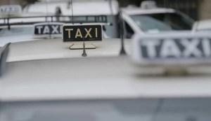 Milano, tassista investe un anziano: finge di aiutarlo poi lo abbandona e scappa