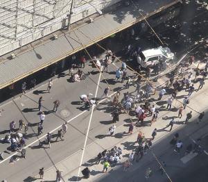 Australia, auto contro i passanti nel centro di Melbourne: diversi feriti e conducente arrestato