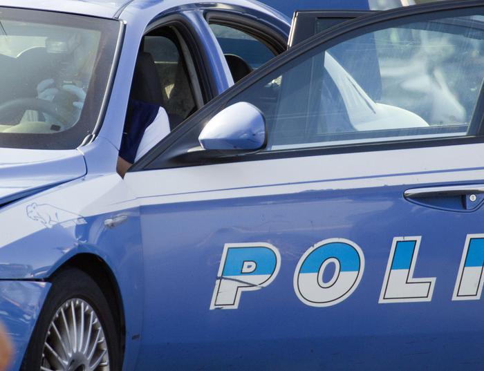 Milano, tassista abusivo arrestato per violenza sessuale su giovani donne