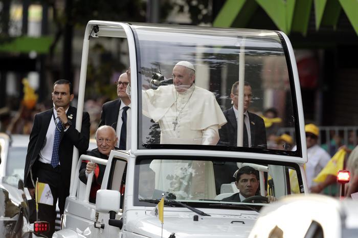 """Papa Francesco in Cile: """"Vergogna per la pedofilia nella Chiesa"""". Proteste nel Paese"""