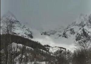 Maltempo, pericolo valanghe: Cervinia resta isolata, turisti bloccati in Val Senales