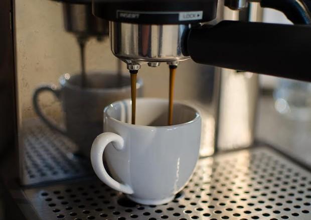 Caffè al bar, aumento prezzi 2018: a Roma +12%, a Torino la tazzina più cara (1,10 euro)