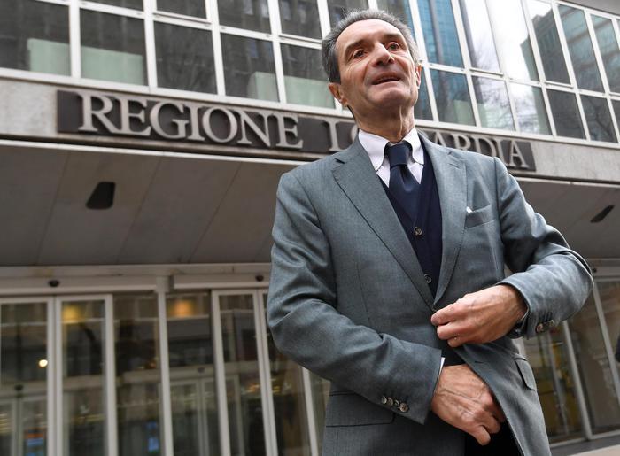 """Attilio Fontana, il ritorno: """"Razza bianca? La Costituzione parla chiaro"""""""