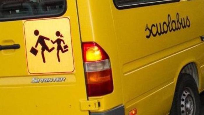 Mantova, scuolabus si ribalta con a bordo 50 bambini: 23 feriti