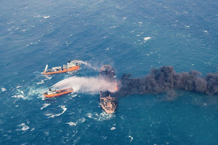 Cina, affonda petroliera iraniana con 136mila tonnellate di greggio: marea nera, si teme disastro ambientale