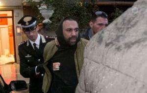 Ostia, blitz contro il clan Spada: 32 arresti per mafia. Nella villa trovati troni e divani dorati