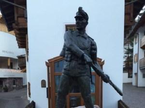 Alto Adige: la statua contro gli ebrei che nessuno può togliere, è privata
