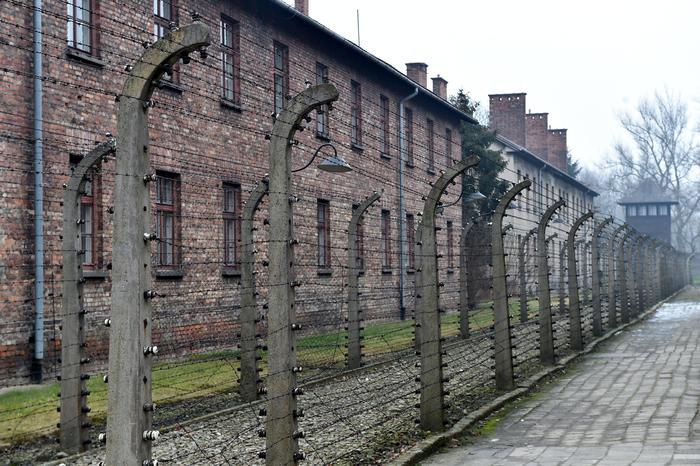 La Polonia approva legge sull'Olocausto: prigione per chi attribuisce alla nazione corresponsabilita' nella Shoah