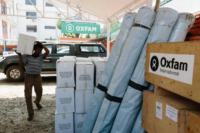 """Oxfam, scandalo sessuale: ad Haiti orge anziché soccorsi. Ministro Gb: """"E' un fallimento morale"""""""