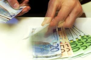 Belgio: versati 2 miliardi sul suo conto e pochi giorni da uomo più ricco del pianeta, ma è un errore