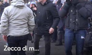 """Milano, corteo antifascista contro Casapound, Poliziotto: """"Zecca di m…"""""""