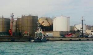 Livorno, esplosione al porto durante manutenzione a un serbatoio: morti 2 operai