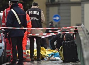 Firenze: su ponte Vespucci per suicidarsi, poi spara su un passante a caso e lo uccide