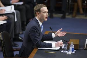 """Mark Zuckerberg al Senato Usa parla dello scandalo Cambridge Analytica: """"Mi dispiace, non abbiamo fatto abbastanza"""""""