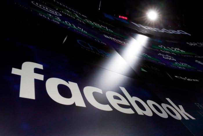 """Facebook, scandalo Cambridge Analytica: """"Coinvolti 87 milioni di profili"""""""
