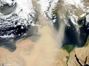 Meteo, fine settimana all'insegna del vento forte dal Nord Africa: temperature in aumento